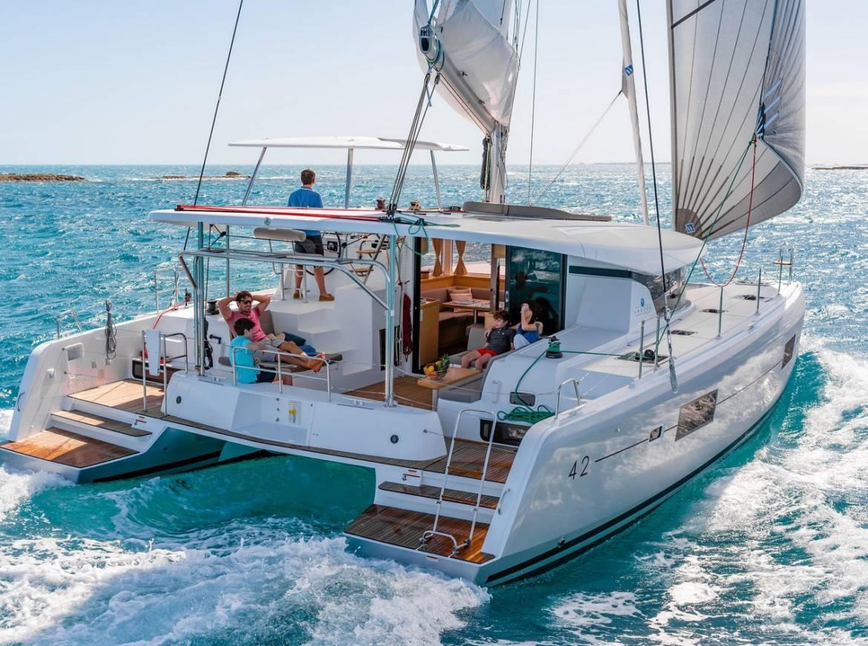 Istion_Yachting_Lagoon42_c.jpg